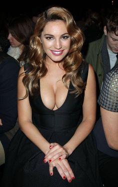 Kelly Brook nice cleavage