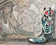 Art Nouveau is one of the most fantastic design and art movements, its organic shapes and light themed images and structures have inspired more than one of our boot models. / El Art Nouveau es una de las corrientes artísticas y de diseño, más fantásticas y libres; sus formas orgánicas y sus temas luminosos y ligeros han inspirado más de uno de los diseños de nuestras botas.