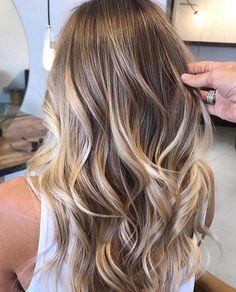 Brown Ombre Hair, Brown Blonde Hair, Ombre Hair Color, Hair Color Balayage, Blonde Ombre, Hair Highlights, Balayage Hairstyle, Natural Blonde Balayage, Medium Blonde