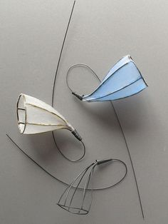 Project 1 paper brooch by Su Trindle…
