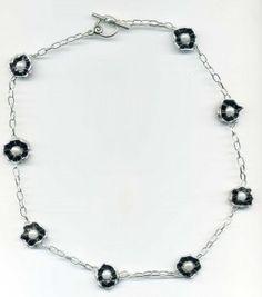 Collier fleur noir et blanc artisanal en capsules nespresso