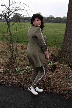 Gets, legergroene broek, legergroene blazer, met streep, bies, grote maten, wondervolle mode
