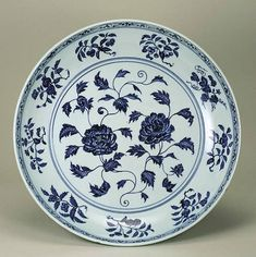 Blue-and-White Charger with Peony Design, Ming Dynasty, Yongle Period (1403-1424), d.44.7cm. The Museum of Oriental Ceramics,Osaka.