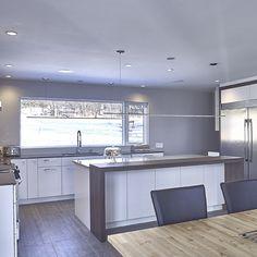 10 Inspiring Modern Kitchen Designs – My Life Spot Industrial Kitchen Design, Kitchen Room Design, Modern Kitchen Design, Interior Design Kitchen, Kitchen Designs, Modern Kitchen Cabinets, Big Kitchen, Kitchen Dining, Kitchen Decor