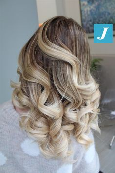 Il Degradé Joelle è creato esclusivamente per te. #cdj #degradejoelle #tagliopuntearia #degradé #igers #musthave #hair #hairstyle #haircolour #longhair #ootd #hairfashion #madeinitaly #wellastudionyc