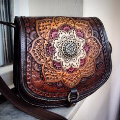 #leather #bag #carving @tipoeubolsas