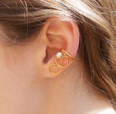 Mothers Day Gift SALE Simple Gold Swirl Ear Cuff with Clear Swarovski Rhinestone Ear Jewelry, Jewelry Making, Skull Jewelry, Hippie Jewelry, Jewellery, Body Jewelry, Jewelry Crafts, Handmade Jewelry, Wire Ear Cuffs