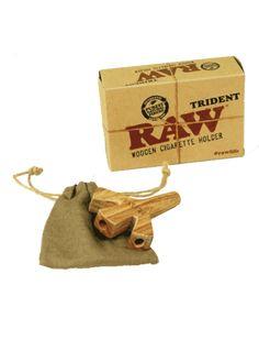Lo último y más exclusivo de Raw, tridente de madera echo a mano para tres canutos. Con bolsita de transporte de regalo. Calidad Raw