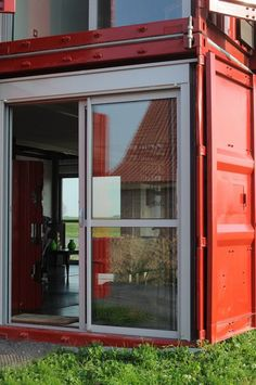 Modern living in a shipping container house - Maison Container Lille Container Home Designs, Cargo Container Homes, Building A Container Home, Storage Container Homes, Shipping Container Homes, Shipping Containers, Container Van, Container Architecture, Container Buildings