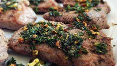 Diese saftige Lammkeule überzeugt durch ihre Rosmarin-Knoblauch Würzung. In 15 Minuten ist hier ein erstklassiges Gericht zubereitet, das sich gut für Gäste eignet.