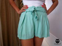 Short Valentina na cor verde! Ele tem cintura alta e é super confortável. Você pode usá-lo com ou sem o cinto.   www.missconstancia.iluria.com