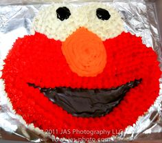 Elmo birthday on a budget. Gives advice on where to buy decorations and the best way to do an Elmo cake!