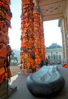Photos: Artist Ai Weiwei has draped Berlin's concert hall with refugee life jackets - Quartz Ai Weiwei, Textile Sculpture, Sculpture Art, Gcse Art Sketchbook, Wei Wei, Political Art, Comme Des Garcons, Environmental Art, Concert Hall