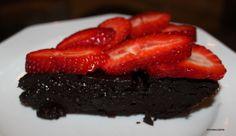 Tento koláč volám čokoládová praženica. Má len tri ingrediencie - čokoládu, maslo a vajíčka. Recept inšpirovaný filmom Rocky je na stránke.