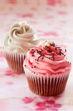 Pink Vanilla http://thecupcakedailyblog.com/pink-vanilla/