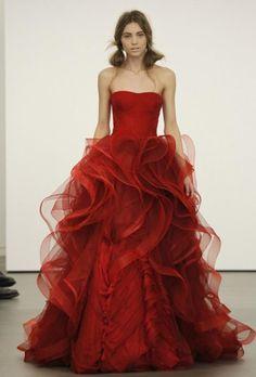 Rouge sexy demoiselle d\'honneur robe ♥ La conception spéciale de Vera Wang.  All I know is this dress is Magnificent!