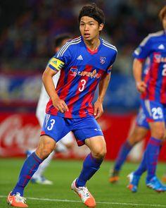 [ F東京:森重真人選手 キリンチャレンジカップ2014 日本代表メンバー選出 ] 森重真人選手(F東京)がキリンチャレンジカップ2014の日本代表メンバーに選出されました。  ■森重真人選手コメント 「選出して頂き大変嬉しく思います。アギーレ監督になって初めての代表招集なので、しっかりとアピールしたいです。監督のサッカーを早く理解してチームの力になれるよう頑張ります。また、4年後のロシアW杯へのスタートラインだとも思っています。今後も選出され続けられるように、まずはJリーグでしっかりと結果を出したいと思います」  ☆森重真人選手のプロフィールはこちら!  タグ:森重真人 2014年8月28日(木)
