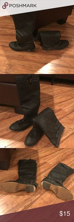 Women's black leather boots Women's used size 6 black leather boots. Leather is in good condition and no tears or scratches. Heel on bottom of shoe is worn out but other than that shoe looks good. Shoes Winter & Rain Boots