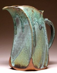 clay pottery ideas for beginners Hand Built Pottery, Slab Pottery, Ceramic Pottery, Pottery Art, Pottery Wheel, Pottery Mugs, Ceramic Pitcher, Ceramic Clay, Ceramic Jugs