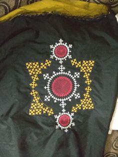 Embroidery Neck Designs, Embroidery Works, Embroidery Stitches, Kutch Work Saree, Kutch Work Designs, Krishna, Kurti, Sarees, Brick
