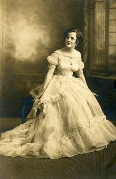 Mariages Rétro: Robes d'autrefois : robe de mariée de 1869