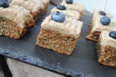 'Sundere Squashkage' på 8 ingredienser! – Helene Sprogoe Carrot Cake, Nutella, Squash, Banana Bread, Carrots, Goodies, Healthy Recipes, Healthy Food, Tasty