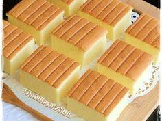 Resep Ogura Cake Cheese Cottony Cake favorit. Ada beberapa request untuk share Ogura Cheese,akhirnya kemaren bisa bikin..bikinnya 2x..soalnya yang pertama accident waktu cake dibalik jatuh ke lantai xixixi..soalnya lagi2 keburu2 krucil heboh.. yang ke 2 amann syukurlah.. Resultnya,pori2 ga bisa sehalus ogura lain mungkin karena ada kejunya..buatan pertama+kedua sama aja pori2nya tetep ada lubang2..xixixixi dan lagi sedikit lebi padat daripada ogura lain.. tapi teteup nikmat…