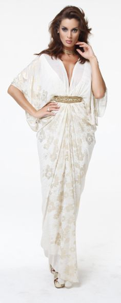 A pinch of the West and a sprinkle of the East makes up Turkish/Italian ladies evening wear brand Magie-Melis. This is the eponymou. Arab Fashion, Islamic Fashion, African Fashion, Womens Fashion, Ladies Evening Wear, Modest Fashion, Fashion Dresses, Sporty Fashion, Kaftan Designs