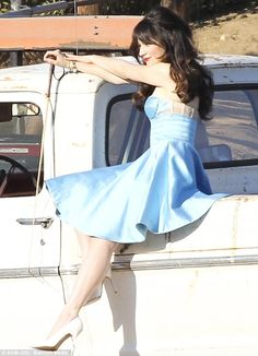 Zooey Deschanel, I can't tell if I want to be her best friend or be her girlfriend!