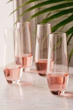 Pretty In Pink - 30 Champagne Flutes Your NYE Needs Now - Photos - Jessica Design Cute Kitchen, Kitchen Items, Kitchen Decor, Kitchen Stuff, Kitchen Dining, Pretty In Pink, Rose Gold Kitchen, Pastel Kitchen, Kitchenware