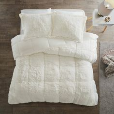 Stay warm and cozy with the Intelligent Design Malea Shaggy Faux Fur Comforter Set. Crafted with comfort in mind, this unique comforter features a shaggy fur texture both on top of and underneath the covers, paired with matching shams. Fur Comforter, Faux Fur Bedding, Queen Comforter Sets, Comforter Cover, Ruffle Bedding, Duvet Cover Sets, Fluffy Bedding, Quilt Bedding, Bed Bath & Beyond