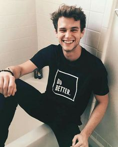 Brandon Flynn was born in Miami, USA on October Brandon is an American entertainer, best known as 'Justin Foley' in Reasons Why. Film Serie, Hipster Vintage, Style Hipster, Beautiful Boys, Pretty Boys, Gorgeous Men, Brandon Flynn 13 Reasons Why, Alex Standall, Classic Hollywood