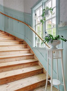Entryway Stairs, Pretty Room, Rustic Interiors, Beautiful Interiors, My House, Interior Decorating, Sweet Home, New Homes, Home And Garden