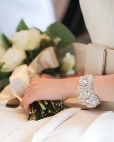 ウェディングドレスに合わせたいブレスレットのデザインまとめ | marry[マリー]