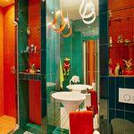 Сочетание красного и зеленого для ванной