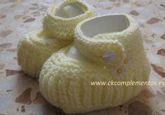 Patucos hechos a mano de lana amarilla. se pueden realizar de cualquier color y de hilo.  www.ckcomplementos.es