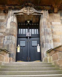 Glasgow, Scotland Glasgow School of Art Charles Rennie McIntosh Glasgow School Of Art, Art School, Art Nouveau, Art Deco, Charles Rennie Mackintosh, Art And Craft Design, Listed Building, Glasgow Scotland, Amazing Spaces