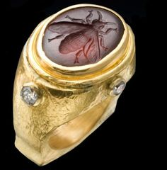 Roman Ring with Rhodolite Garnet Bee Intaglio with Diamonds by Whitney Abrams.Its the bee thats got me. Bee Jewelry, Insect Jewelry, Gold Jewelry, Jewelry Rings, Skull Jewelry, Tiffany Jewelry, Jewelry Art, Ancient Jewelry, Antique Jewelry