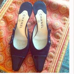 18772a3a2857 Authentic CHANEL Bow Detail Kitten Heels Great condition minor wear as  pictured, reflected in price