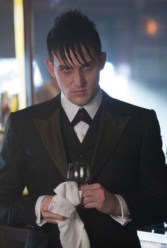 Gotham - 1x04 - Oswald Cobblepot (Penguin)