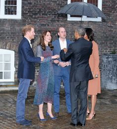 US President Barack Obama, First Lady Michelle Obama, Prince William, Duke of Cambridge and Catherine, Duchess of Cambridge and Prince Harry attend a dinner at Kensington Palace on April 22, 2016 in London, England.