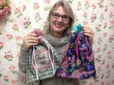 Friday Tip - Sachet in 5 minutes (Patchwork Tutorial) - Michelle Gaines Tutorial Patchwork, Diy Projects To Try, Sewing Projects, Patchwork Bags, Learn To Sew, Craft Videos, Craft Tutorials, Dressmaking, Bag Making