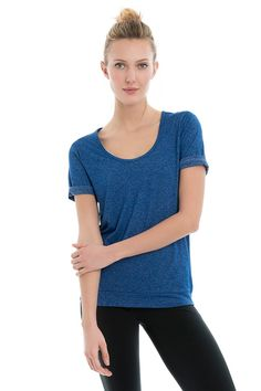 The style of this short-sleeve Lolë top is simple, but the ultra-soft fabric works overtime. It dries faster than cotton, it's lighter than nylon and stronger than any natural fibre.• Scoop neck• Short sleeves• Band at bottom• Length: 26 in./66 cm• Falls just below the hips  Shinny TechComposition: 55% Nylon Tactel®, 39% Polyester, 6% ElastaneWeight: 161 GSM• 4 Way Stretch• Quick Dry
