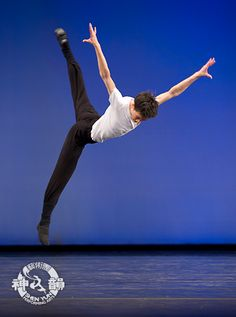 Male Ballet Dancers, Ballet Boys, Chinese Dance, Male Gymnast, Dance Technique, Action Poses, Performing Arts, Tai Chi, Visual Arts