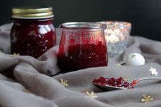 Hallo Ihr Lieben ❤️ Geschenke aus der Küche kommen von Herzen. Mit dieser Weihnachtsmarmelade aus Cranberries mit herrlicher Weihnachtsnote macht Ihr euren Lieben sicher eine Freude. Ihr benötigt f…
