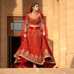 Ever wondered what is Tarun Tahiliani Lehenga Prices? Check out the latest bridal collection along with new lehenga pictures and prices. Heavy Lehenga, Red Lehenga, Lehenga Choli, Bollywood Lehenga, Bridal Outfits, Bridal Dresses, Flapper Dresses, Wedding Dress, Indian Dresses