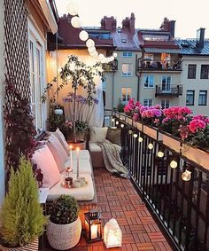 35 DIY Small Apartment Balcony Garden Ideas # Balcony Garden - b a l c o n y - Balkon Apartment Balcony Garden, Small Balcony Garden, Small Balcony Decor, Apartment Balcony Decorating, Apartment Balconies, Cozy Apartment, Terrace Decor, Small Terrace, Balcony Flowers