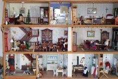 Anbei ein paar Fotos von unserem selbst entworfen und gebauten Puppenhaus. Viel Spaß beim Betrachten. Mit freundlichem Gruß, Klara und Roland S.