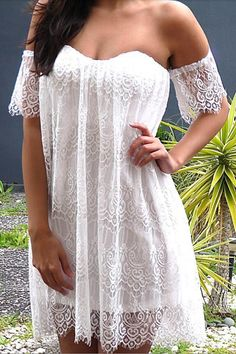 Gorgeous Off Shoulder White Lace Boho Dress // Atrevido vestido blanco sin hombros, Idea para vestido de novia playera.