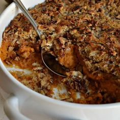 This super easy Sweet Potato Casserole is one my favorite side dishes for the holidays. It is a family favorite for Thanksgiving and I love to serve it along with Green Bean Bundles with Bacon and Easy Sweet Maple Dinner Rolls Sweet Potato Side Dish, Potato Sides, Potato Side Dishes, Mashed Sweet Potatoes, Sweet Potato Casserole, Thanksgiving Side Dishes, Thanksgiving Recipes, Makati, Dinner Rolls